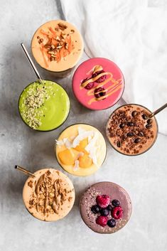 Easy, healthy smoothie recipes to make for breakfasts and snacks! You'll find green smoothies, high protein smoothie recipes, and more. Clean Eating Recipes For Dinner, Clean Eating Breakfast, Clean Eating Meal Plan, Clean Eating Snacks, Health Breakfast, Eating Healthy, Easy Healthy Smoothie Recipes, High Protein Smoothies, Fruit Smoothies