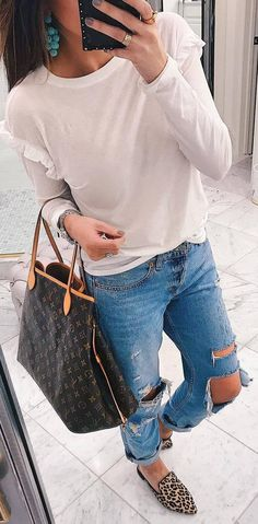 incredible casual outfit idea : top + bag + rips + printed shoes