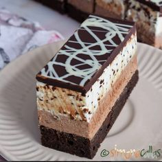 Minitarte cu fructe si crema de vanilie - simonacallas Snickers Cheesecake, Red Velvet Cheesecake, Biscuit Cookies, Sandwich Cookies, Sweets Recipes, Cookie Recipes, Mocca, Food Themes, Special Recipes