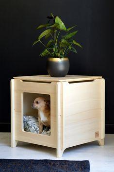 Alliez déco, confort et fonctionnalité avec le CUB Instinctive Tendance. Niche, table basse, bout de canapé, un must have pour votre intérieur ! #dogbed #dog #chien #design #mobilier #deco #madeinfrance #instinctivetendance Record Storage Box, Crate End Tables, Dog Accesories, Cat Tent, Cool Dog Houses, Puppy House, Niches, Cat Playground, Dog Furniture