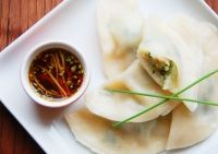 Prawn & chive dumplings These poached little dumplings filled with prawn & chive make an excellent starter for a grand Chinese meal Seafood Recipes, Snack Recipes, Savoury Recipes, Snacks, Asain Food, Dumpling Filling, Cooking Chinese Food, Food Staples, Prawn