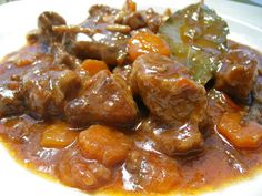 Solomillo en Salsa Guisado Recipe, Rib Recipes, Mexican Food Recipes, Real Food Recipes, Cooking Recipes, Ethnic Recipes, Spanish Food, Spanish Kitchen, Spanish Recipes