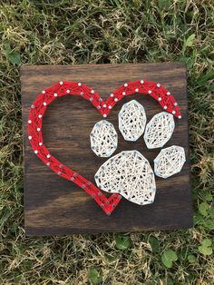 MADE TO ORDER Mini Dog Paw Heart String Art Board Mini Dog Paw Heart The board shown in the example is approximately stained in Espresso. *Mini designs can always be made on larger boards as well!* Stain options are shown in the last picture String Art Templates, String Art Patterns, Nail String Art, String Crafts, String Art Heart, Mini Dogs, Dog Crafts, Dog Paws, Pet Dogs
