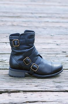 Obsessed with these Ugg moto boots for fall!