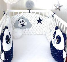Tour de lit bébé en 60cm large, et 2 coussins pandas, bleu marine, blanc et gris