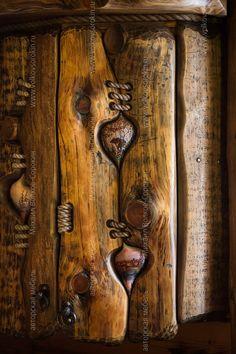 Diy Barn Door, Diy Door, Rustic Doors, Wooden Doors, Metal Wall Decor, Metal Wall Art, Types Of Doors, Driftwood Art, Woodworking Projects Diy