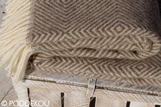 Svetlohnedá deka vlnená s geometrickým vzorom, kvalitný prehoz na posteľ. Wool Blanket, Knitted Hats, Blankets, Luxury, Knitting, Fleece Blanket Edging, Tricot, Breien, Blanket