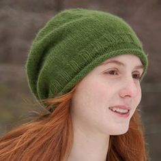 Simple Knitted Slouchy Hat [FREE Knitting Pattern] Simple Knitted Slouchy Hat [FREE Knitting Pattern],Bigknitbren bren This hip and laid-back beanie is the ideal piece to knit for a teenager this fall and winter seasons. Beanie Knitting Patterns Free, Beanie Pattern Free, Easy Knitting, Knit Slouchy Hat Pattern, Moda Crochet, Knitted Hats, Comfy, Projects, Benetton