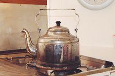 Den alten antik Wasserkocher habe ich auf dem Flohmarkt ergattert. Ich liebe…