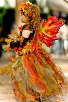 Girls Halloween Costumes - The Autumn Fairy - Gorgeous! A timeless Halloween costume (and she might even make Thanksgiving appearance, too! Halloween Kostüm, Holidays Halloween, Halloween Costumes, Halloween Tricks, Fairy Costumes, Fancy Dress, Dress Up, Costume Carnaval, Autumn Fairy