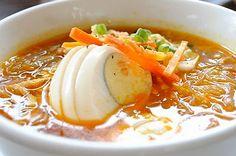 Chicken Sotanghon Soup - http://www.filipinofoodsrecipes.com/2010/01/chicken-sotanghon-soup.html #Food #Recipe #Filipino #Philippines