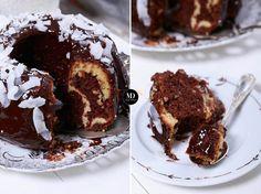 """Mięciutka, wilgotna """"Babka marmurkowa"""", znana również pod nazwą """"Babka łaciata"""". Jasna część babki aromatyzowana jest wanilią, a ciemniejsza kakaem. Malaga, French Toast, Recipies, Muffin, Food And Drink, Drinks, Breakfast, Dessert Ideas, Cakes"""