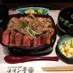 ・ 大阪でランチ 牛タンの利久と悩んで 今回はロマン亭へ このお店の1番人気のお重 ビフテキと肉飯…960円 ガーリックチップとワサビをたっぷり乗せて… 美味しぃ〜 2種類のお肉を楽しめ満足 海老が1番好きだけど やっぱ肉も良いなぁ〜 ・ #友だち と#ランチ#お昼ごはんlunch#昼飯#ガッツリ#ビフテキ#肉飯#牛肉#肉#ステーキ#ビーフ#beef#ビフテキ重#ロマン亭#美味しい#旨い#美味しかった#大阪#梅田
