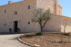 Casa rústica en el campo. Rustic house in the countryside in Manacor, Mallorca by Galmés i Mansergas arquitectes.