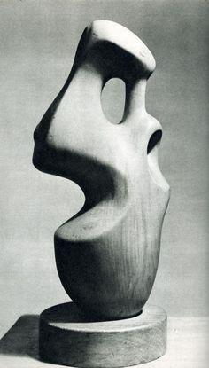 Gemaakt door: Henry Moore. Dit sculptuur sprak mij aan door dat ik er een gezicht in zie van twee kanten. maar als je het schuin bekijkt is het weer iets totaal anders ( abstract ). de vorm ervan is echt gaaf doordat het dus organisch is en dat mijn voorkeur is. hoe er gewerkt wordt met schaduw vind ik leuk omdat je er daardoor echt een gezicht in ziet, de schaduw voegt nog wat extra toe.