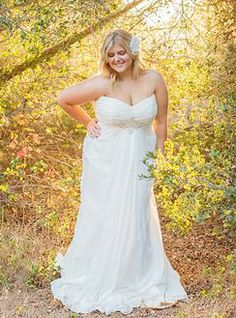Empire waisted chiffon Goddess dress! This flattering cut--perfect for a curvy bride--can be found at Della Curva Plus SIze Bridal Salon Southern California. Photo by Jessica Fairchild
