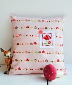 Cross Stitching Pillow / Kreuzstich Kissen Wald Fliegenpilz