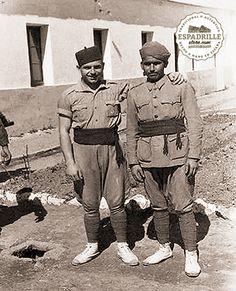 Friends fighting in Africa, wearing espadrilles. Second world war. (1939-45)