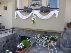 Home Wedding Decorations, Wedding Themes, Tulle Flowers, Wedding Flowers, Diy And Crafts, Wedding House, Wedding Inspiration, Wreaths, Balcony Decoration