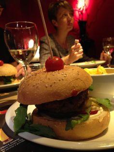 Una #hamburguesa al Rita Rouge després de la presentació al Chillaus #bgteam #bisgrafic