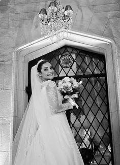 Beleza criada por Elaine Vieira Coiffeur. O casamento de Thuane e Tarcísio foi publicado no   Euamocasamento.com, e as fotos são de Anjo Fotografia. #euamocasamento #NoivasRio #Casabemcomvocê