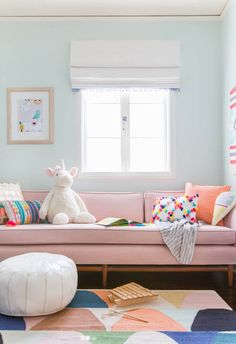 Um quarto de atividades infantil cheio de vida e alegria