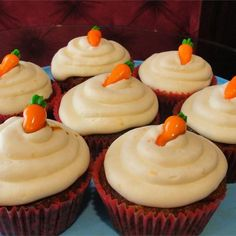 Carrot Cupcakes with White Chocolate Cream Cheese Icing Recipe Carrot Cupcakes with White Chocolate C. Chocolate Cream Cheese Icing, Fundraiser Food, Bake Sale Recipes, Star Food, Breakfast Bake, Icing Recipe, No Bake Treats, Sweet Treats, Snacks