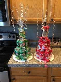 Soda/liquor cake tower- ginger ale with absolute and coke with captain Morgan . Soda/liquor cake tower- ginger ale with absolute and coke with captain Morgan - Geschenkideen Alcohol Gift Baskets, Alcohol Gifts, Liquor Gift Baskets, Alcohol Cake, Candy Gift Baskets, Raffle Baskets, Drinks Alcohol, Alcoholic Drinks, Christmas Gifts For Women