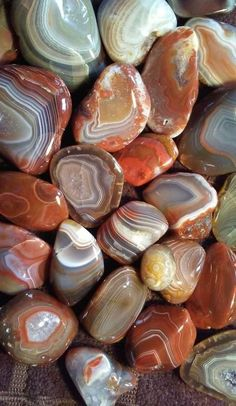The physical and metaphysical properties of the mineral agate, including a few types of agate. Minerals And Gemstones, Crystals Minerals, Rocks And Minerals, Stones And Crystals, Crystal Aesthetic, Stone Wallpaper, Beautiful Rocks, Beautiful Pictures, Mineral Stone