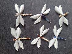 Unelmaloistoa: Sudenkorento heijastimet Diy Projects To Try, Projects For Kids, Bead Crafts, Diy And Crafts, Dragon Fly Craft, Butterfly Crafts, Diy Recycle, Leather Projects, Button Crafts