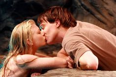 Images of Rikki Chadwick from Just Add Water and Mako: Island of Secrets. Smallville, Rikki H2o, Outlander, Cariba Heine, No Ordinary Girl, Reign, H2o Mermaids, Water Aesthetic, We Heart It