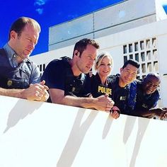 """2,330 mentions J'aime, 28 commentaires - Hawaii Five-0 (@h50nation) sur Instagram : """"Can't believe it's already the season finale!!! Is it September yet?! #H50"""""""
