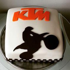 Motorcycle Birthday Cakes, Motorbike Cake, Dirt Bike Party, Birthday Fun, Fondant, Cake Decorating, Cupcakes, Oscar, Baking