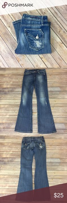 "✨Vigoss Jeans✨ Distressed bootcut Vigoss Jeans. 98% cotton 2% spandex. 31"" inseam 8"" front rise 13"" back rise. 28"" waist   💕Need any other information? Measurements? Materials? Feel free to ask! 💕Unfortunately, I am unable to model items!  💕Don't be shy, I always welcome reasonable offers! 💕Fast shipping! Same or next day! 💕Sorry, no trades!  Happy Poshing!☺️ Vigoss Jeans Boot Cut"