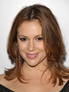 Alyssa Milano Medium Layered Cut - Alyssa Milano was all smiles at the Children's Defense Fund with layered shoulder length tresses. Haircuts For Medium Length Hair, Haircuts With Bangs, Medium Hair Cuts, Medium Hair Styles, Long Hair Styles, Medium Cut, Bob Haircuts, Shoulder Length Layered Hair, Long Layered Hair