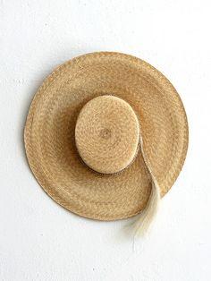 Wide-brim straw hat with braid Foto Fashion, Love Hat, Summer Hats, Trends, Craftsman Style, Headgear, Sun Hats, Spring Summer Fashion, Fashion Accessories