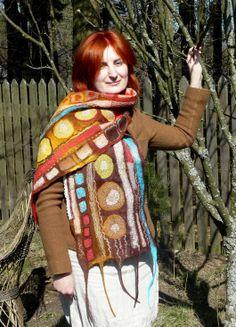 Ufilcowany patchworkowy szal.