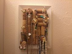 DIY: 37 CREATIVE IDEAS HOW TO USE WINE CORK. Gonna make a small one for the Rivah to hang jewelry!