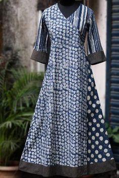 anghrakha dress from maati crafts - indigo night & winter jasmine Churidar Designs, Kurta Designs Women, Kurta Patterns, Dress Patterns, Kurta Neck Design, Kurti Designs Party Wear, Blouse Neck Designs, Indian Designer Wear, African Dress