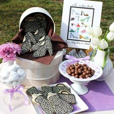 Boxed lunch table setting hat boxes with cookie shoes