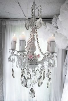 I need to stop posting chandeliers but I CAN'T! I love them :)