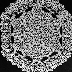 It is a doily with a size of 30 cm.  The thread is the 100th thread.