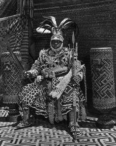 Life magazine photojournalist Eliot Elisofon - Kuba nyim (ruler) Mbopey Mabiintsh ma-Kyeen, Mushenge, Democratic Republic of the Congo, 1947