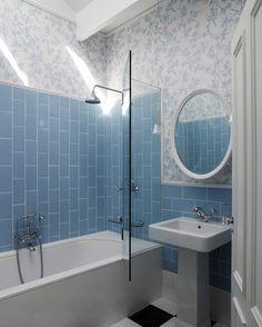 Simple bath with vertical blue subway tile - Good morning! Small Bathroom Tiles, Bathroom Tile Designs, Bathroom Design Small, Blue Bathrooms, Dream Bathrooms, Kitchen Tiles, Master Bathroom, Kitchen Design, Blue Subway Tile