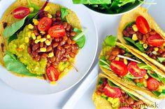 Klasické kukuričné tortilly plnené avokádovo fazuľovou zmesou. Kto chce, môže si do nich tiež pridať mäso a syr. Mňam! Jedlo je navyše bohaté na množstvo vitamínov a minerálov, no najmä na draslík. Tip: Hotové tortilly môžeme prevesiť cez rošt v rúre a zapiecť ich 10-15 minút na 190 stupňoch. Vyrobíme si tak chrumkavé taco shells! […]