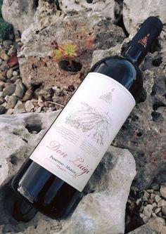 🍷 #DonLuigi #Primitivo & #Merlot #CantineIonis 🍷 I miei sogni non li tengo in un cassetto ma in una bottiglia 🍾perchè attorno alle bottiglie ruotano tante storie che parlano di tradizioni, nostalgia e d'amore💕 . I do not keep my dreams in a drawer but in a bottle🍾 , because bottles revolve around the many stories that speak of tradition, nostalgia and love💖 . 👉 🍷 🍇http://www.ionisvini.com/wp/prodotto/don-luigi #ionis #apuliawine #puglia #italianwinelovers #winebottle #weareinpuglia