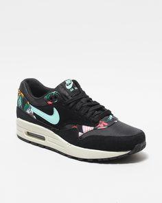 Naked - Supplying girls with sneakers - Nike Air Max 1 Print 528898 003