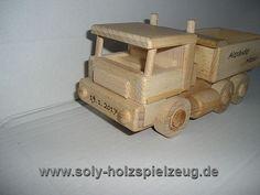 LKW Spielzeug aus Holz mit Gravur Text