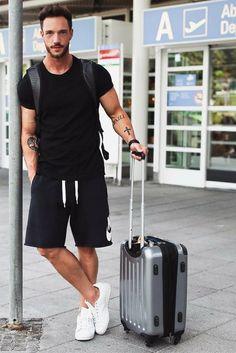 Bermuda Masculina: Macho Moda - Blog de Moda Masculina: Bermuda Masculina: 5 Modelos que estão em alta pra 2017. Moda Masculina, Moda para Homens, Roupa de Homem, Bermuda Masculina Jogger, de Moletom, está bem em alta para 2017. Bermuda de Moletom Masculina.