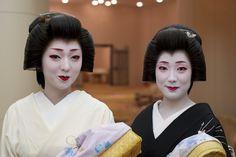 芸妓さんと舞妓さんのブログ (Geiko Kikutsuru and Fumisono of Miyagawacho by...)